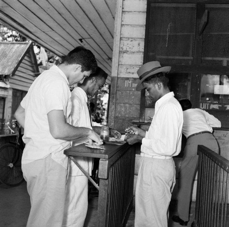 OUDE FOTO 25 Postkantoor in Paramaribo