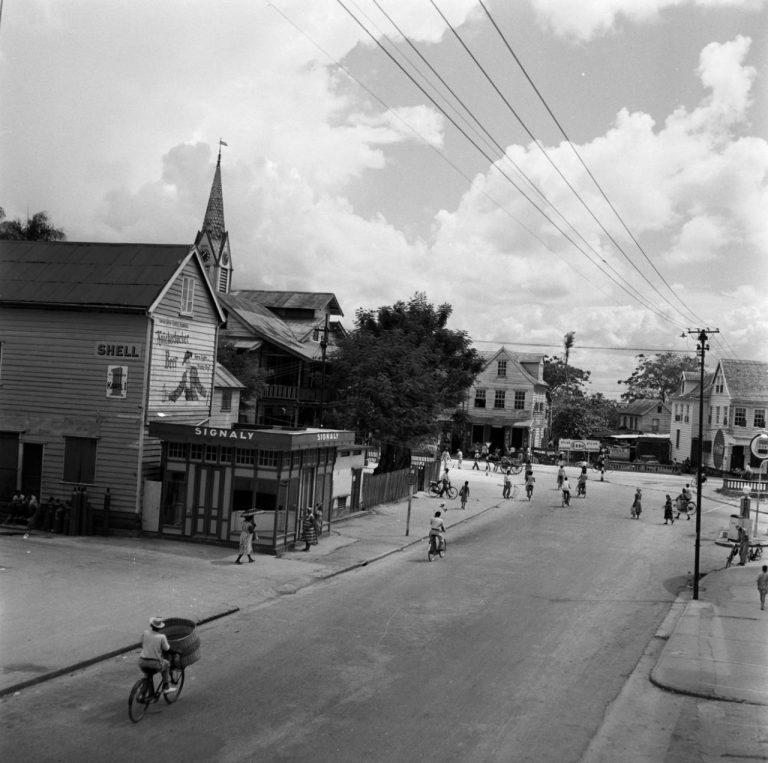 OUDE FOTO 29 De Steenbakkerijstraat in Paramaribo